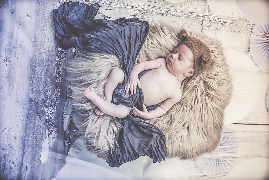 צילום תינוק ניו בורן זוית עליונה