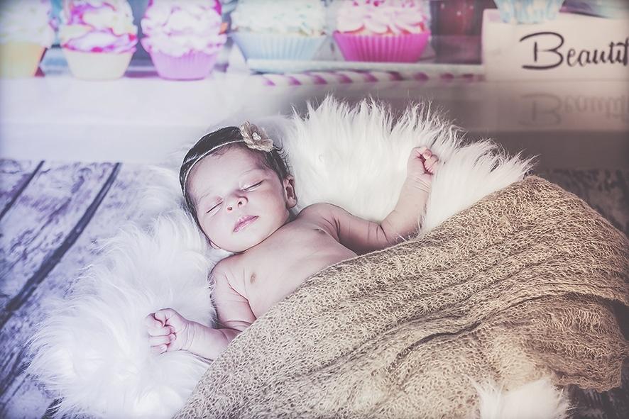צילומי ניו בורן תינוקת ישנה