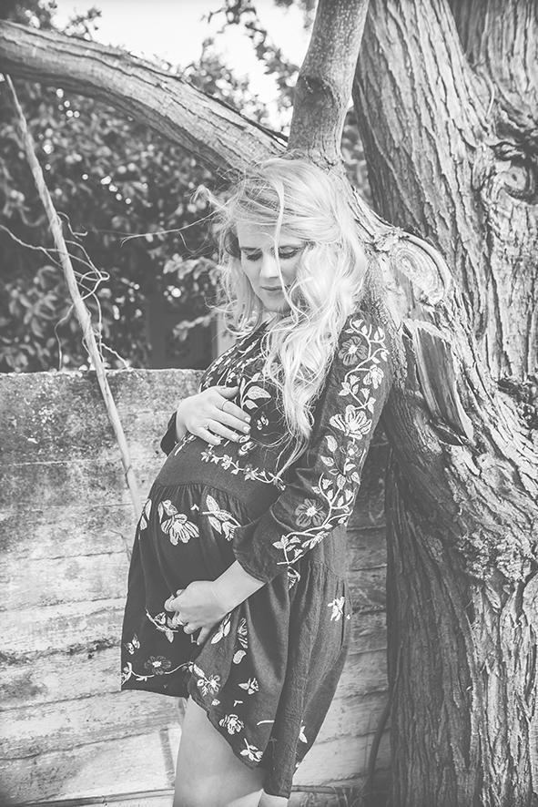 צילום הריון בכפר מעש שחור לבן