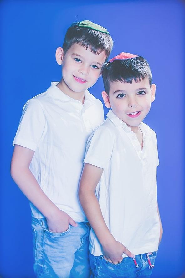 צילום ילדים בסטודיו רקע כחול