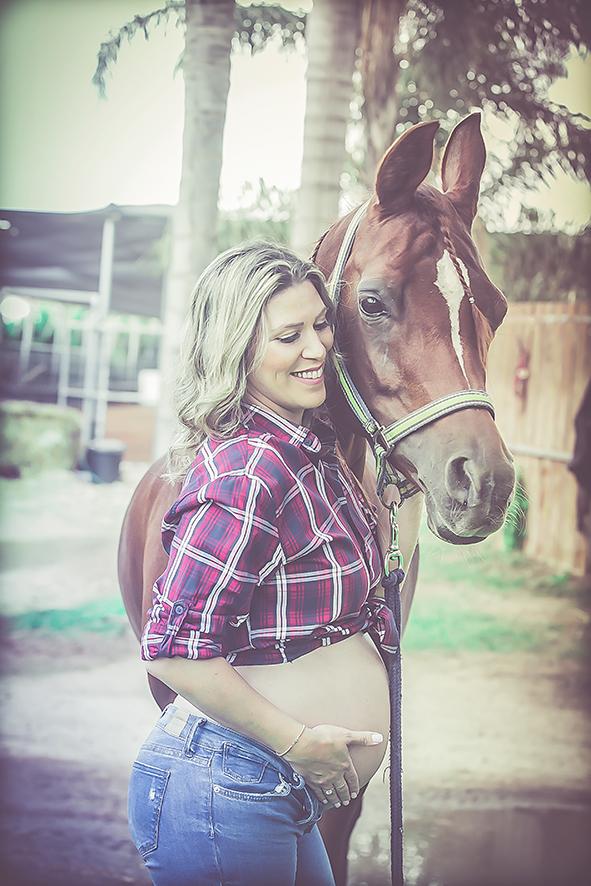 צילומי הריון בחוות סוסים