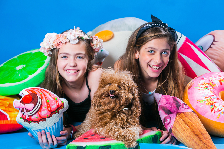 בוק בת מצווה עם אחות וכלב קטן