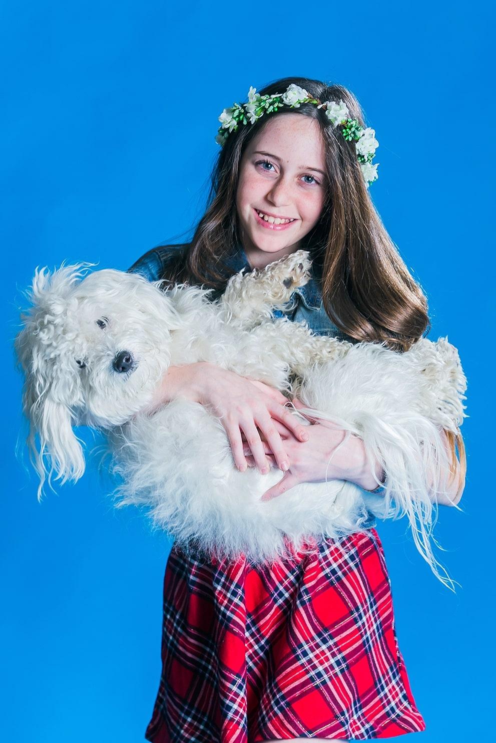 בוק בת מצווה עם כלב בסטודיו